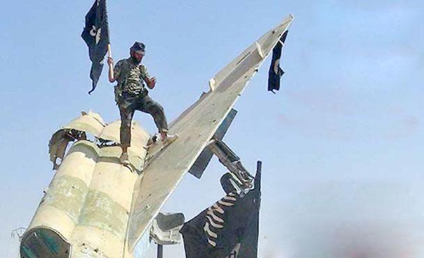 پرچم سیاه داعش در دست کاخ سفید